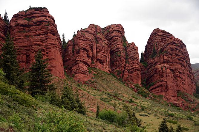 Jeti-Oguz Rocks 1