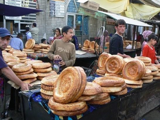 Osh-Bazaar-tandyr-nan-round-flat-bread-market