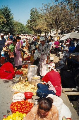Osh-Market-Bazaar-fresh-fruit-sellers